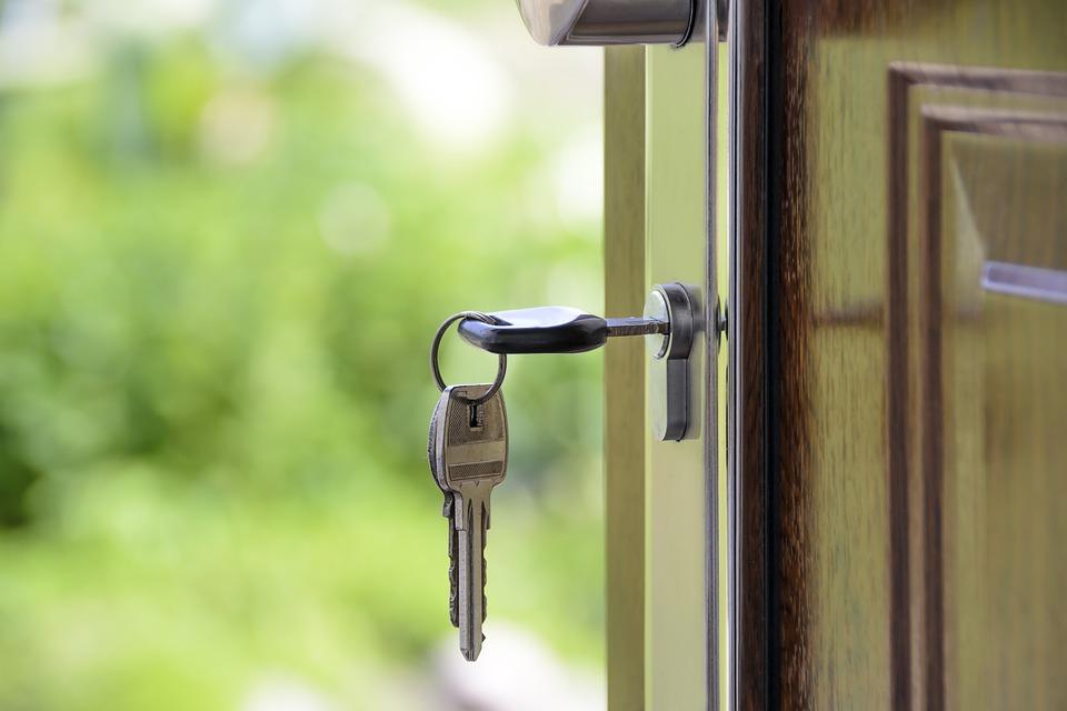 Klíče ve dveřích