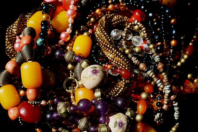 korálkové náhrdelníky