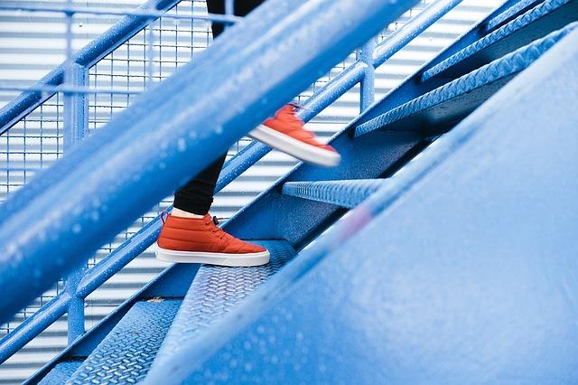 kovové schodiště.jpg