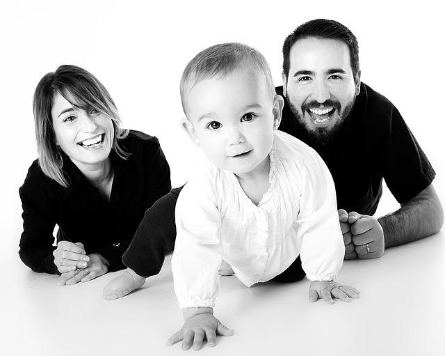 černobílá fotka rodiny.jpg