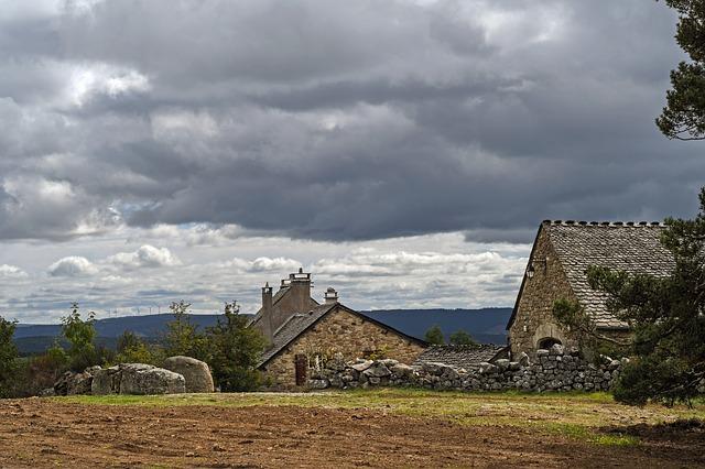 mraky nad stodolou